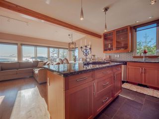 Photo 9: 5398 WAKEFIELD BEACH Lane in Sechelt: Sechelt District Townhouse for sale (Sunshine Coast)  : MLS®# R2421735