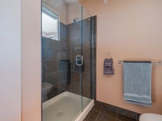 Photo 16: 5398 WAKEFIELD BEACH Lane in Sechelt: Sechelt District Townhouse for sale (Sunshine Coast)  : MLS®# R2421735