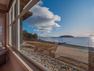 Photo 13: 5398 WAKEFIELD BEACH Lane in Sechelt: Sechelt District Townhouse for sale (Sunshine Coast)  : MLS®# R2421735