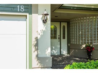 """Photo 2: 18 4001 OLD CLAYBURN Road in Abbotsford: Abbotsford East Townhouse for sale in """"Cedar Springs"""" : MLS®# R2469026"""