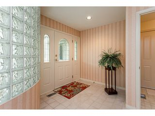 """Photo 3: 18 4001 OLD CLAYBURN Road in Abbotsford: Abbotsford East Townhouse for sale in """"Cedar Springs"""" : MLS®# R2469026"""