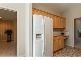 """Photo 11: 18 4001 OLD CLAYBURN Road in Abbotsford: Abbotsford East Townhouse for sale in """"Cedar Springs"""" : MLS®# R2469026"""