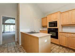 """Photo 10: 18 4001 OLD CLAYBURN Road in Abbotsford: Abbotsford East Townhouse for sale in """"Cedar Springs"""" : MLS®# R2469026"""