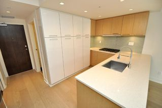 "Photo 2: 330 2008 PINE Street in Vancouver: False Creek Condo for sale in ""MANTRA"" (Vancouver West)  : MLS®# V796892"