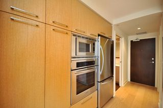 "Photo 3: 330 2008 PINE Street in Vancouver: False Creek Condo for sale in ""MANTRA"" (Vancouver West)  : MLS®# V796892"