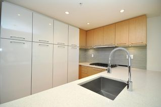 "Photo 4: 330 2008 PINE Street in Vancouver: False Creek Condo for sale in ""MANTRA"" (Vancouver West)  : MLS®# V796892"