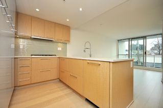 "Photo 7: 330 2008 PINE Street in Vancouver: False Creek Condo for sale in ""MANTRA"" (Vancouver West)  : MLS®# V796892"