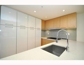 "Photo 20: 330 2008 PINE Street in Vancouver: False Creek Condo for sale in ""MANTRA"" (Vancouver West)  : MLS®# V796892"