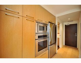 "Photo 24: 330 2008 PINE Street in Vancouver: False Creek Condo for sale in ""MANTRA"" (Vancouver West)  : MLS®# V796892"