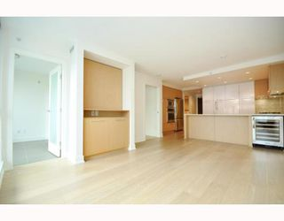 "Photo 23: 330 2008 PINE Street in Vancouver: False Creek Condo for sale in ""MANTRA"" (Vancouver West)  : MLS®# V796892"