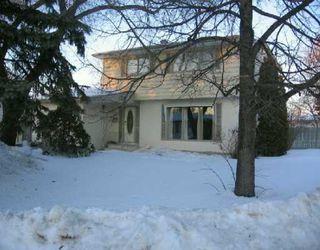 Photo 1: 24 PENTICTON Bay in Winnipeg: Windsor Park / Southdale / Island Lakes Single Family Detached for sale (South East Winnipeg)  : MLS®# 2703135