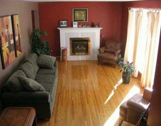 Photo 2: 24 PENTICTON Bay in Winnipeg: Windsor Park / Southdale / Island Lakes Single Family Detached for sale (South East Winnipeg)  : MLS®# 2703135