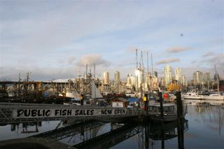 """Photo 12: 501 1508 MARINER Walk in Vancouver: False Creek Condo for sale in """"Mariner Point"""" (Vancouver West)  : MLS®# R2445128"""