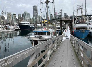 """Photo 3: 501 1508 MARINER Walk in Vancouver: False Creek Condo for sale in """"Mariner Point"""" (Vancouver West)  : MLS®# R2445128"""