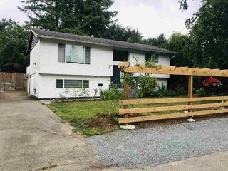 Photo 1: 7596 ROBIN Crescent in Mission: Mission BC House for sale : MLS®# R2461648