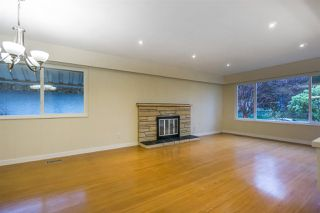 Photo 8: 1376 E 60TH Avenue in Vancouver: South Vancouver House for sale (Vancouver East)  : MLS®# R2521101