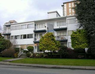 "Photo 2: 1450 Chesterfield in North Vancouver: Condo for sale in ""MOUNTAIN VIEW"" : MLS®# V798195"
