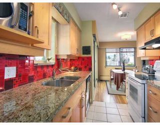 "Photo 4: 1450 Chesterfield in North Vancouver: Condo for sale in ""MOUNTAIN VIEW"" : MLS®# V798195"