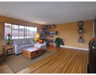 "Photo 3: 1450 Chesterfield in North Vancouver: Condo for sale in ""MOUNTAIN VIEW"" : MLS®# V798195"