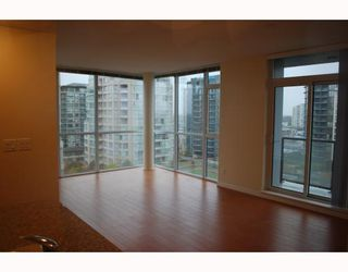 """Photo 3: 1005 8228 WESTMINSTER Highway in RICHMOND: Brighouse Condo for sale in """"MERRY PARK"""" (Richmond)  : MLS®# V798342"""
