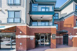 """Photo 2: 315 15210 PACIFIC Avenue: White Rock Condo for sale in """"OCEANRIDGE"""" (South Surrey White Rock)  : MLS®# R2390093"""
