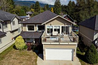 Main Photo: 744 STEINBRUNNER Road in Gibsons: Gibsons & Area House for sale (Sunshine Coast)  : MLS®# R2401677