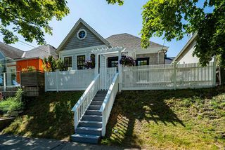 Photo 3: 709 HEATLEY Avenue in Vancouver: Strathcona House for sale (Vancouver East)  : MLS®# R2483848