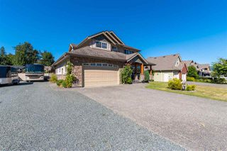 Photo 2: 7971 PALMER Place in Chilliwack: Eastern Hillsides House for sale : MLS®# R2492125