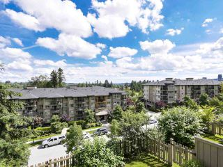 """Photo 4: 193 3105 DAYANEE SPRINGS Boulevard in Coquitlam: Westwood Plateau Townhouse for sale in """"WhiteTail Lane at Dayanee Springs"""" : MLS®# R2496991"""