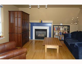 Photo 3: 2 2540 MANITOBA Street in Vancouver: Mount Pleasant VW 1/2 Duplex for sale (Vancouver West)  : MLS®# V657129