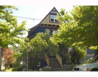 Photo 2: 2 2540 MANITOBA Street in Vancouver: Mount Pleasant VW House 1/2 Duplex for sale (Vancouver West)  : MLS®# V657129