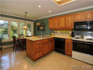 Photo 6: 1010 Craigdarroch Road in VICTORIA: Vi Rockland Single Family Detached for sale (Victoria)  : MLS®# 281757