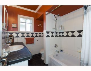 "Photo 5: 2266 E 1ST Avenue in Vancouver: Grandview VE House for sale in ""COMMERCIAL DR."" (Vancouver East)  : MLS®# V795955"