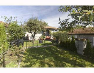 "Photo 9: 2266 E 1ST Avenue in Vancouver: Grandview VE House for sale in ""COMMERCIAL DR."" (Vancouver East)  : MLS®# V795955"