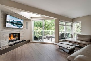"Photo 2: 101 1707 YEW Street in Vancouver: Kitsilano Townhouse for sale in ""1707 Yew"" (Vancouver West)  : MLS®# R2394661"