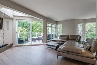 "Photo 3: 101 1707 YEW Street in Vancouver: Kitsilano Townhouse for sale in ""1707 Yew"" (Vancouver West)  : MLS®# R2394661"