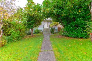 Photo 2: 3092 E 5TH Avenue in Vancouver: Renfrew VE House for sale (Vancouver East)  : MLS®# R2412099