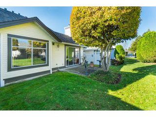 """Photo 2: 13 19649 53 Avenue in Langley: Langley City Townhouse for sale in """"Huntsfield Green"""" : MLS®# R2412498"""