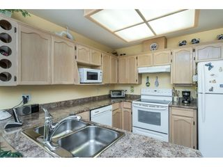 """Photo 4: 13 19649 53 Avenue in Langley: Langley City Townhouse for sale in """"Huntsfield Green"""" : MLS®# R2412498"""