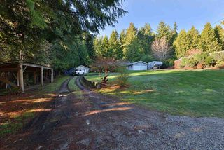 Photo 2: 5551 WAKEFIELD Road in Sechelt: Sechelt District House for sale (Sunshine Coast)  : MLS®# R2420714
