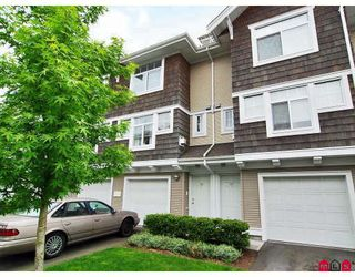 "Photo 1: 16 20771 DUNCAN Way in Langley: Langley City Townhouse for sale in ""WYNDHAM LANE"" : MLS®# F2816669"
