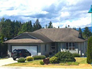 Photo 2: 5884 TURNSTONE Crescent in Sechelt: Sechelt District House for sale (Sunshine Coast)  : MLS®# R2433309