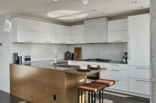 """Photo 4: 3502 33 SMITHE Street in Vancouver: Yaletown Condo for sale in """"Coopers Lookout"""" (Vancouver West)  : MLS®# R2413176"""