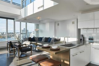 """Photo 6: 3502 33 SMITHE Street in Vancouver: Yaletown Condo for sale in """"Coopers Lookout"""" (Vancouver West)  : MLS®# R2413176"""