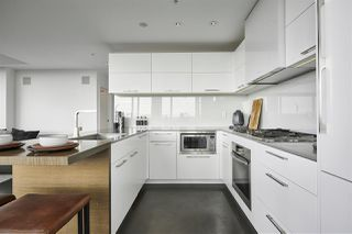 """Photo 5: 3502 33 SMITHE Street in Vancouver: Yaletown Condo for sale in """"Coopers Lookout"""" (Vancouver West)  : MLS®# R2413176"""