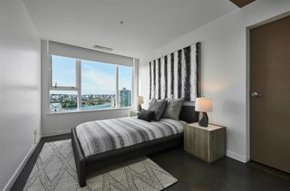 """Photo 15: 3502 33 SMITHE Street in Vancouver: Yaletown Condo for sale in """"Coopers Lookout"""" (Vancouver West)  : MLS®# R2413176"""