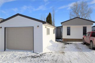 Photo 1: 7 LOUISE Street in St Clements: Pineridge Trailer Park Residential for sale (R02)  : MLS®# 202000380