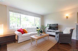 Photo 2: 2755 Belmont Ave in VICTORIA: Vi Oaklands House for sale (Victoria)  : MLS®# 839504