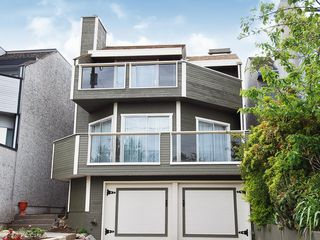 Photo 1: 15821 Columbia Avenue in White Rock: Home for sale : MLS®# F2833600