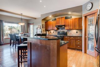 Photo 5: 30 Cougarstone Mews SW in Calgary: Cougar Ridge Detached for sale : MLS®# A1053099